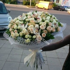 подарить букет, букет девушке, цветы в Махачкале