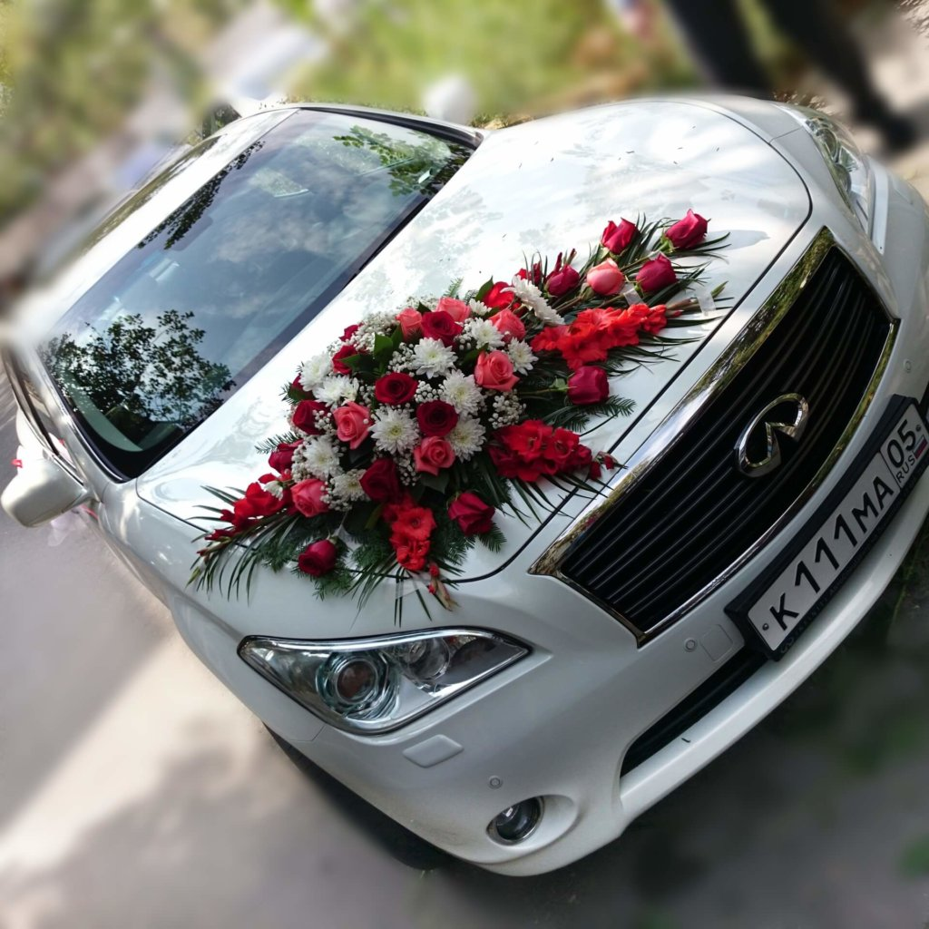 Фото цветы на капоте машины порше